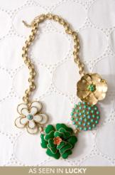 stella_happy.flower.necklace